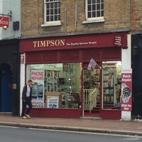 Photo taken at Timpson by 𝚝𝚛𝚞𝚖𝚙𝚎𝚛 . on 10/22/2015
