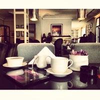 Снимок сделан в Vogue Café пользователем Arsen G. 3/24/2013