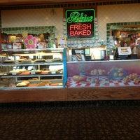 Photo taken at Perkins Restaurant & Bakery by Philipe C. on 5/24/2013