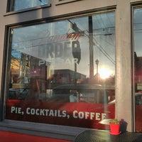 4/26/2013 tarihinde Tonneli G.ziyaretçi tarafından Random Order Pie Bar'de çekilen fotoğraf