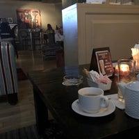 Снимок сделан в The K Lounge, The K Hotel пользователем Z Z. 10/10/2018