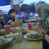 Photo taken at Restoran Ilham Tomyam by Mrs Gee H. on 8/31/2014