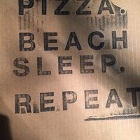 Das Foto wurde bei Pizza Beach von Jerry D. am 2/2/2016 aufgenommen