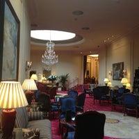 Foto tomada en Hotel Wellington por Maximka N. el 4/6/2013