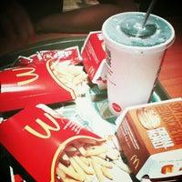 Foto tirada no(a) McDonald's por Malu B. em 5/7/2013