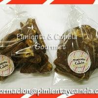 Foto tomada en Pimienta & Canela Gourmet por PimientayCanela G. el 12/17/2013