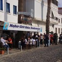 รูปภาพถ่ายที่ Girit Sakız Dondurmacısı Nazmi Usta โดย Rüya Y. เมื่อ 4/28/2013