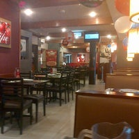 Photo taken at Pizza Hut by Oscar A. on 3/23/2013
