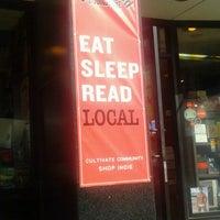 Das Foto wurde bei Unabridged Books von Rachel S. am 9/11/2011 aufgenommen