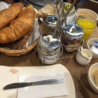 Photo taken at Le Pain Quotidien by Bilgoo on 12/6/2015