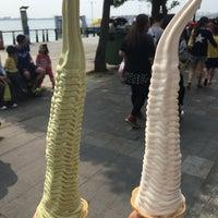 Photo taken at 淡水巨無霸霜淇淋 by Yuji s. on 4/9/2018
