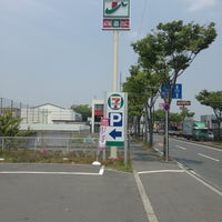 Photo taken at セブンイレブン 羽曳野西浦店 by 河内守紫電 on 5/30/2014