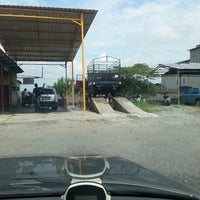 Photo taken at Carwash Ah Liang by Are Long K. on 10/26/2013