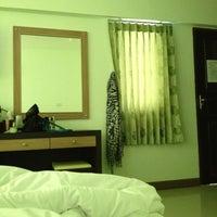 Photo taken at โรงแรมชนาทิปแกรนด์รีสอร์ท by Prapaporn T. on 7/15/2013