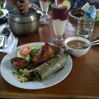 Photo taken at Kampung Daun Culture Gallery & Cafe by Bondan C. on 6/29/2013