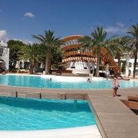 Foto tomada en Destino Pacha Ibiza Resort por Léa F. el 8/29/2013