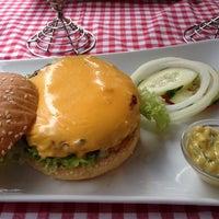 Das Foto wurde bei Jones - K's Original American Diner von Leonardo G. am 8/18/2014 aufgenommen
