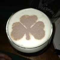 รูปภาพถ่ายที่ McMullan's Irish Pub โดย Paige M. เมื่อ 3/17/2013
