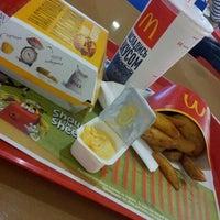 Foto scattata a McDonald's da Sabina Clubnichka il 5/13/2013