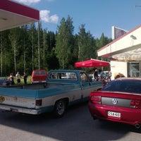 Photo taken at Bus Burger / Pika Kievari by Tuukka U. on 6/8/2013