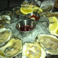 Photo taken at Hank's Oyster Bar by Wen-Hsiang S. on 3/24/2013