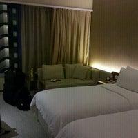 Снимок сделан в Traders Hotel пользователем Michael S. 11/8/2012