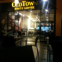 Photo taken at OldTown White Coffee by Ty'neez S. on 4/5/2013