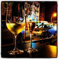 Photo taken at The Tangled Vine Wine Bar & Kitchen by Elizabeth L. on 9/15/2013
