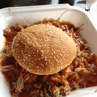 Foto scattata a Smokin' BBQ Rib Shack da James J. il 12/2/2013