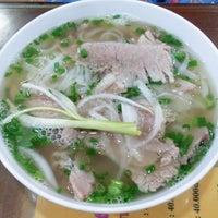 Photo taken at Phở 10 Lý Quốc Sư by Bryan suk C. on 7/19/2013