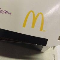 Foto tirada no(a) McDonald's por Alex A. em 6/4/2013