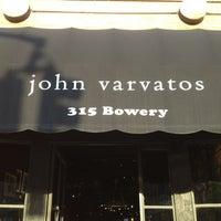 Das Foto wurde bei John Varvatos Bowery NYC von Andrew G. am 5/15/2013 aufgenommen