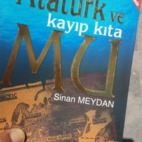 Photo taken at Ayrıntı Kitapevi by Gülay B. on 6/14/2017