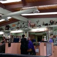 Das Foto wurde bei Sandovals Barber Shop von Chris H. am 2/18/2014 aufgenommen