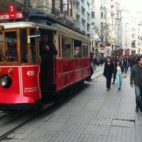 11/23/2013 tarihinde Hüseyin karadenizziyaretçi tarafından İstiklal Caddesi'de çekilen fotoğraf