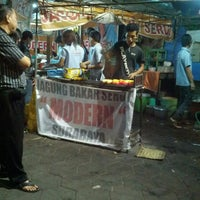 Photo taken at Jagung Bakar Serut Modern by Robiatul A. on 7/25/2013