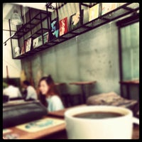 Photo taken at Cups N Canvas by Hui C. on 11/20/2012