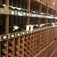 Photo prise au K&L Wine Merchants par Suzanne C. le11/16/2012