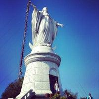Das Foto wurde bei Cumbre Cerro San Cristóbal von Victor M. am 3/16/2013 aufgenommen