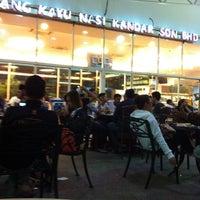 Photo taken at Restoran Original Penang Kayu Nasi Kandar by Tengku A. on 7/13/2013