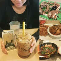 Photo taken at Banana Leaf Tropical Cuisine by Kevin W. on 10/4/2015