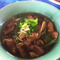 Photo taken at ก๊วยเตี๋ยวเป่าปาก @โนนไทย by Namfa on 12/28/2012