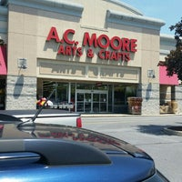 Photo taken at A.C. Moore Arts & Crafts by Daphne T. on 5/28/2016