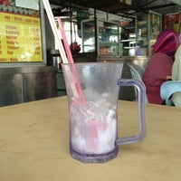 Photo taken at Restoran Sri Ketapang by Fairul A. on 4/4/2013
