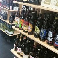 Foto scattata a North Buena Deli and Wine Shop da Knick B. il 9/3/2014