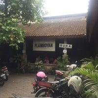Photo taken at Flamboyan - Warung Makan Prasmanan by Florian K. on 4/23/2017