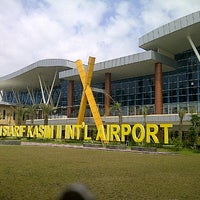 Photo taken at Sultan Syarif Kasim II International Airport (PKU) by Fanie J. on 7/12/2013