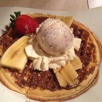 Foto diambil di Crepes & Waffles oleh Paola V. pada 5/6/2013
