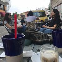 7/10/2018 tarihinde Tuba B.ziyaretçi tarafından Black Cat Coffee'de çekilen fotoğraf