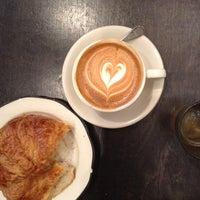 Снимок сделан в Everyman Espresso пользователем Keke 3/27/2013